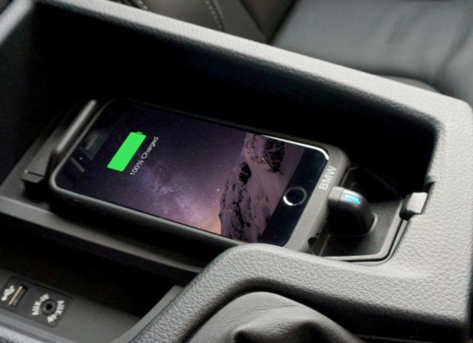 Айфон медленно заряжается в машине